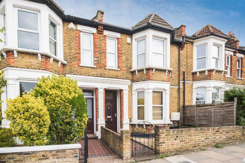 3 Bedrooms Terraced House for sale in Victoria Way, Charlton
