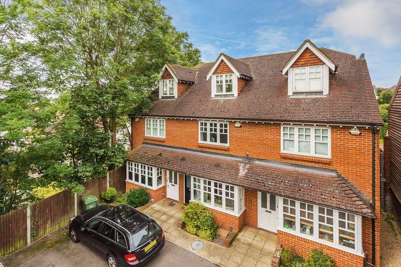 3 Bedrooms Terraced House for sale in Guildford