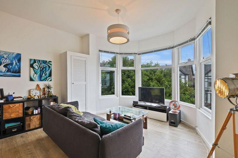 1 Bedroom Apartment Flat for sale in Palmerston Road, Westcliff-On-Sea