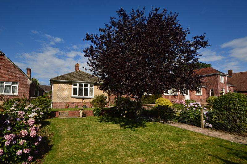 2 Bedrooms Detached Bungalow for sale in Wootton, PO33 4QX