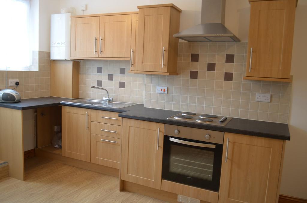 2 Bedrooms Flat for sale in Heathfield, Mount Pleasant, Swansea, SA1