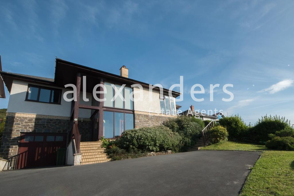 4 Bedrooms Detached Bungalow for sale in Felin Y Mor, Aberystwyth