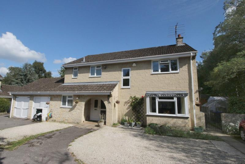 4 Bedrooms Detached House for sale in Boreham Road, WARMINSTER, BA12