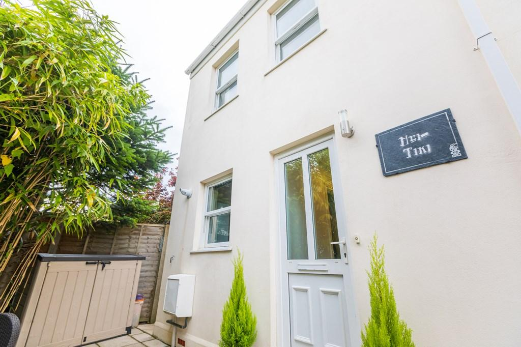 3 Bedrooms Semi Detached House for sale in 5 Norton Mews, St. Peter Port, Guernsey