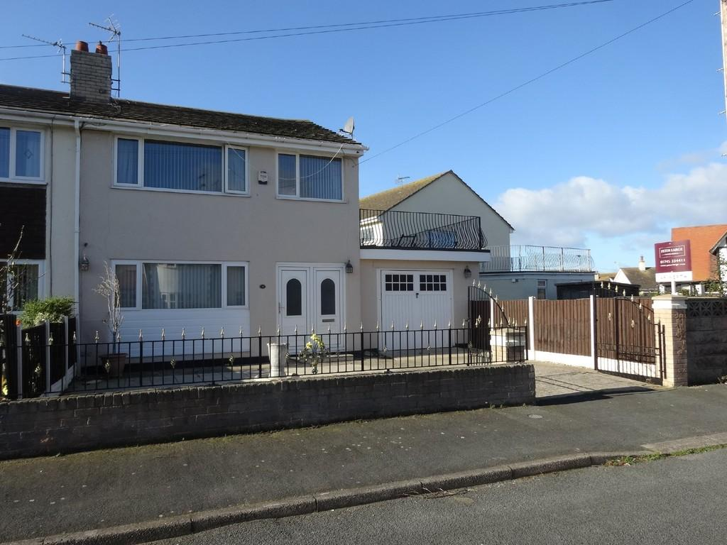 3 Bedrooms Semi Detached House for sale in Moelwyn Avenue North, Kinmel Bay