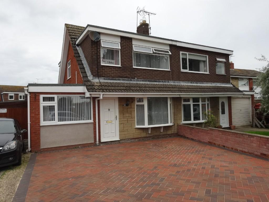 4 Bedrooms Semi Detached House for sale in Merfyn Way, Rhyl