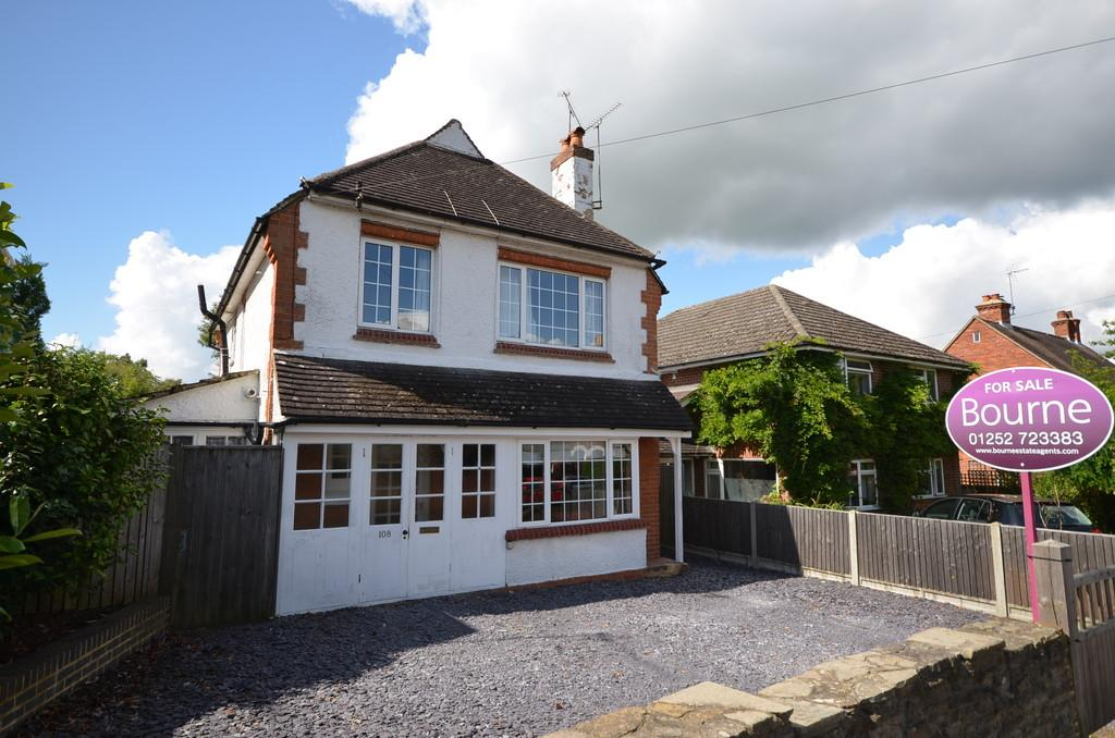 3 Bedrooms Detached House for sale in Weydon Hill Road, Farnham