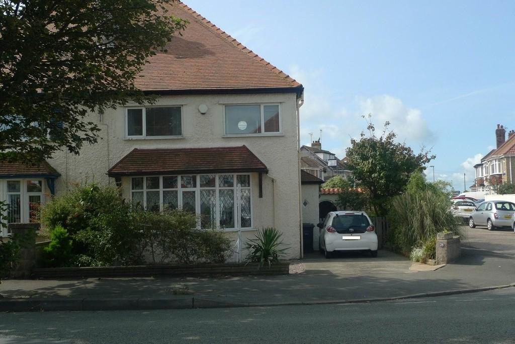 4 Bedrooms Semi Detached House for sale in Bryniau Road, Llandudno