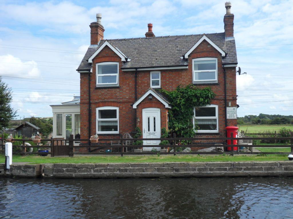2 Bedrooms Detached House for sale in Canal Bank, Loughborough