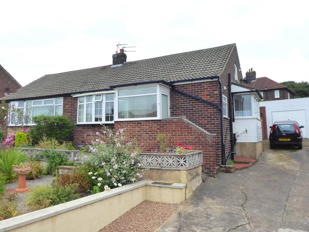 2 Bedrooms Semi Detached Bungalow for sale in Owlcotes Garth, Pudsey