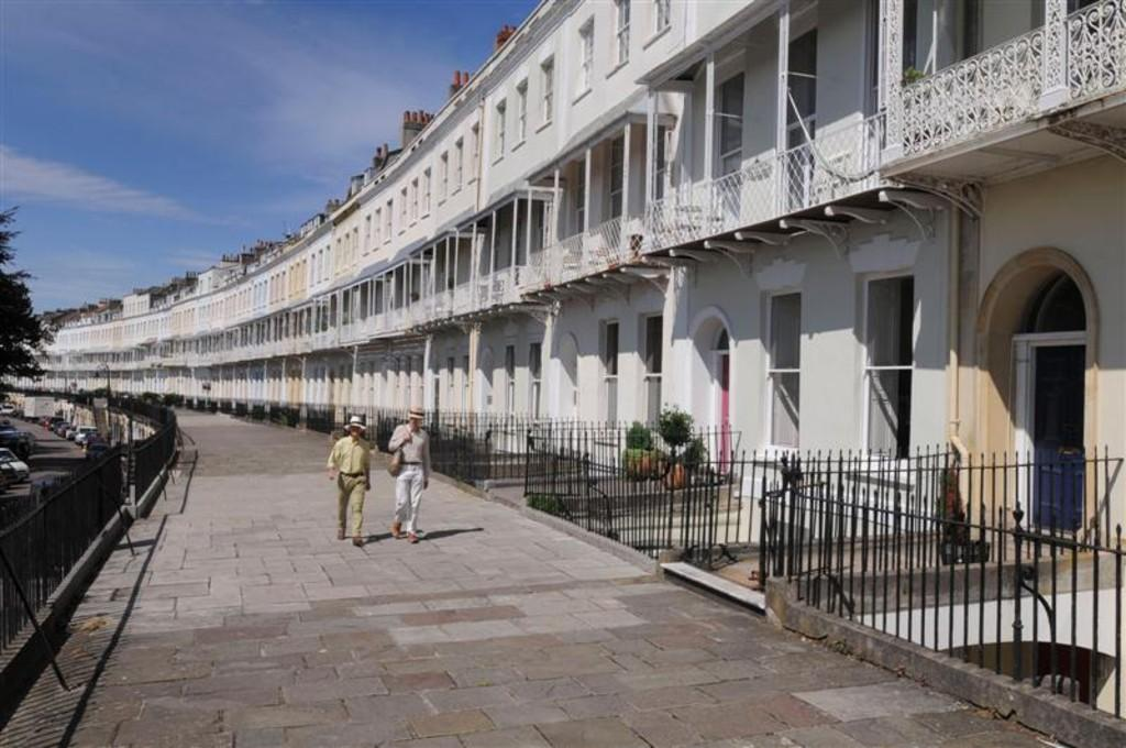 2 Bedrooms Apartment Flat for rent in Clifton Village, Royal York Crescent, BS8 4JX