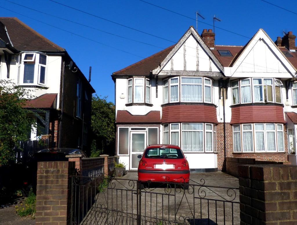 3 Bedrooms End Of Terrace House for sale in Balnacraig Avenue, Neasden