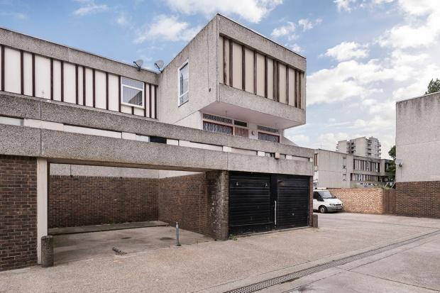 4 Bedrooms Town House for sale in Seacourt Road, Abbey Wood, SE2