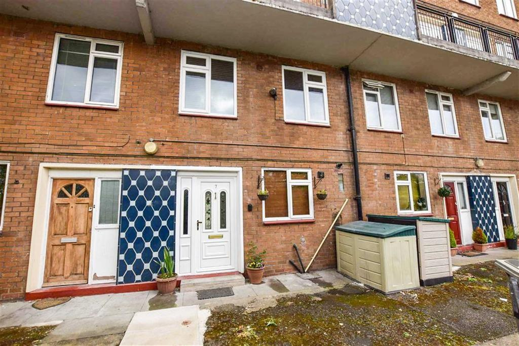 2 Bedrooms Maisonette Flat for sale in Chapel Court, Altrincham, Cheshire, WA14