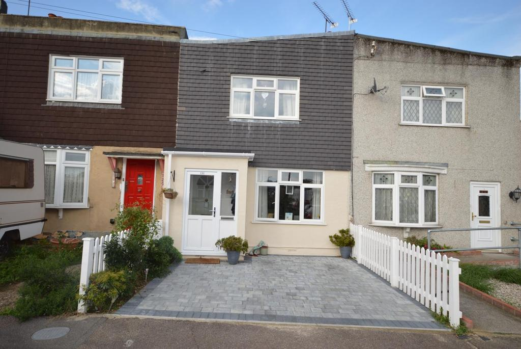 3 Bedrooms Terraced House for sale in Benets Road, Hornchurch, RM11