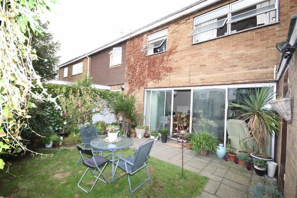 3 Bedrooms Terraced House for sale in Springfield Walk, Crofton