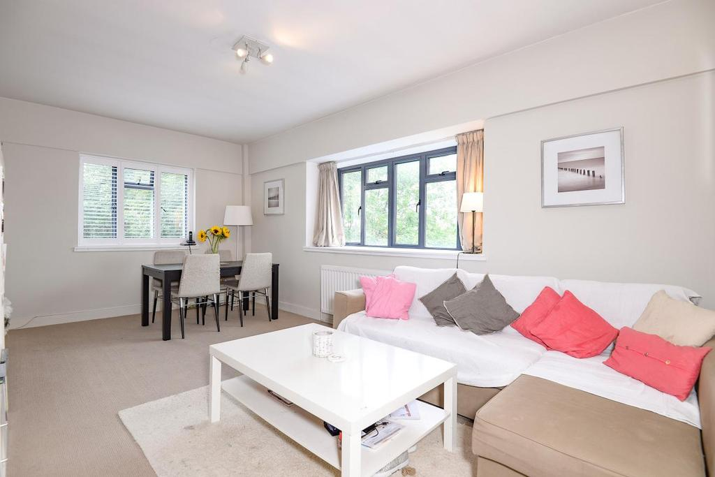 3 Bedrooms Flat for sale in Kingsbridge Avenue, Acton
