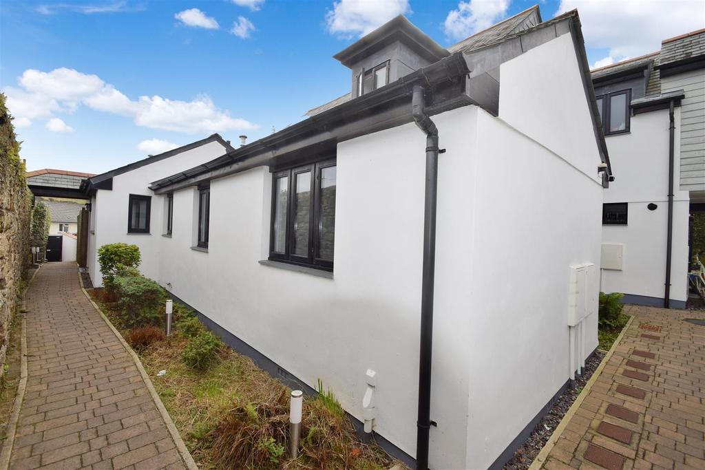 2 Bedrooms Bungalow for sale in Penryn