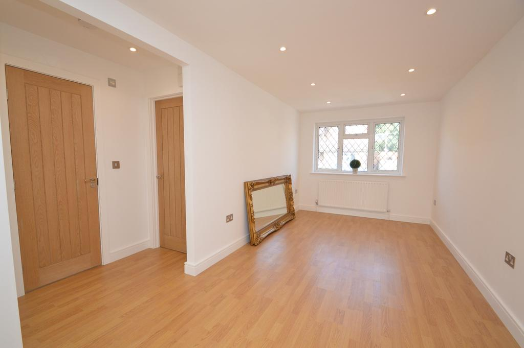 2 Bedrooms Terraced Bungalow for sale in Carlton Road, WALTON ON THAMES KT12