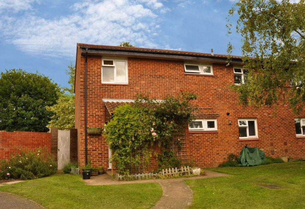 2 Bedrooms Maisonette Flat for sale in Cutmore Drive, Colney Heath, AL4