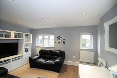 2 bedroom maisonette to rent - Canterbury Road, Morden