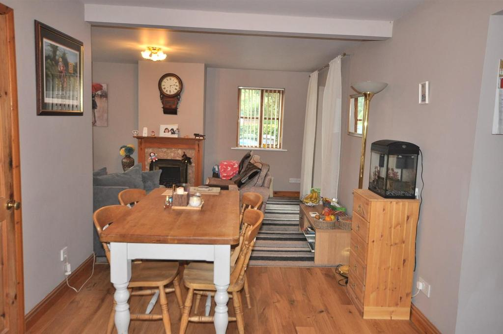 3 Bedrooms Detached House for sale in Swinderby Road, Collingham,.