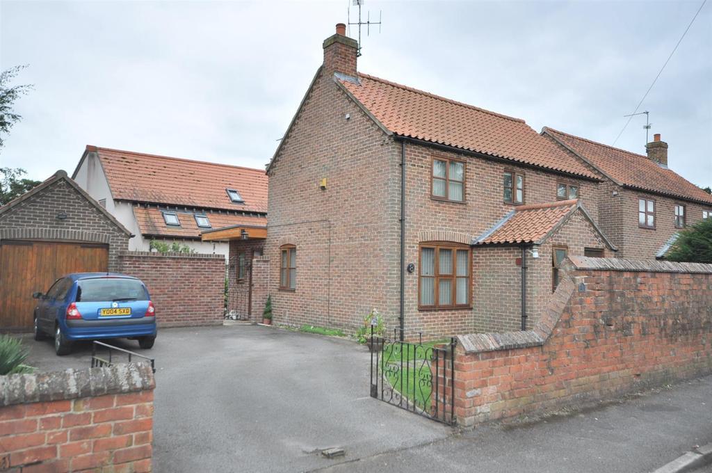 3 Bedrooms Detached House for sale in Swinderby Road, Collingham, Newark