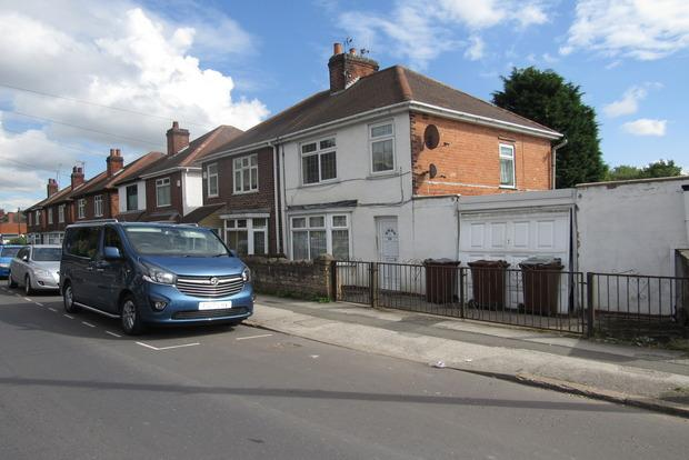 3 Bedrooms Semi Detached House for sale in Cinderhill Road, Bulwell, Nottingham, NG6