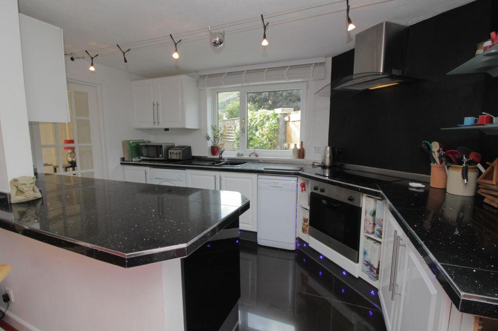 3 Bedrooms Cottage House for sale in 75 Ochil Street, Tillicoultry, FK13 6EJ