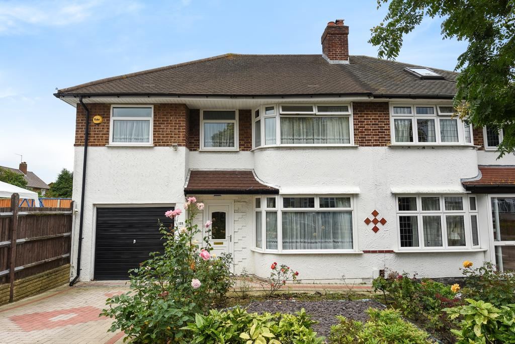 4 Bedrooms Semi Detached House for sale in Chatham Avenue Bromley BR2