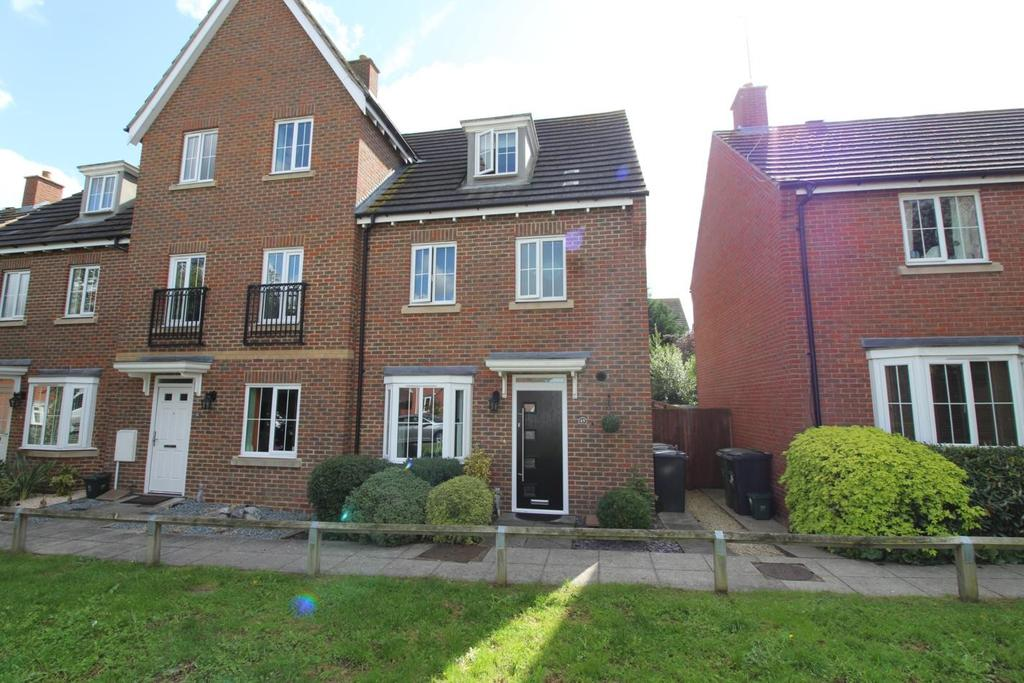 4 Bedrooms Town House for sale in Epping Way, Witham, Essex, CM8