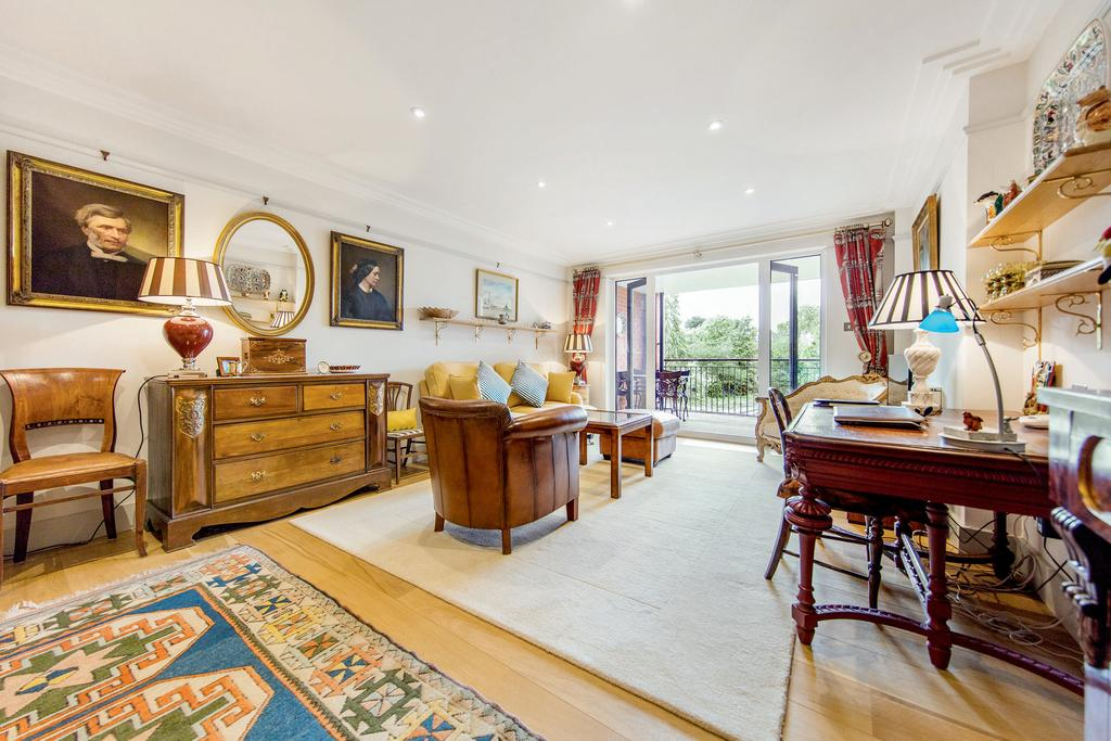 2 Bedrooms Flat for sale in Upper Richmond Road, SW15