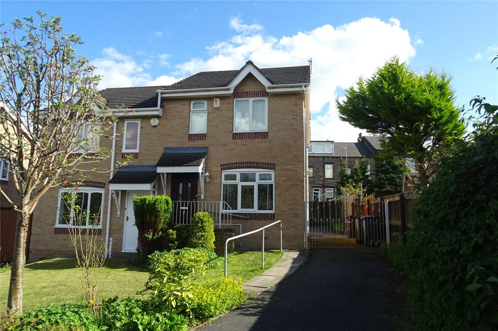 3 Bedrooms Semi Detached House for sale in Carling Close, Bradford, West Yorkshire, BD7