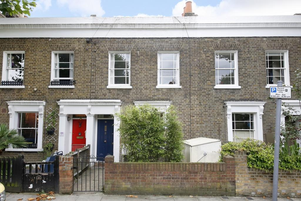 2 Bedrooms House for sale in Chadwick Road, Peckham, SE15