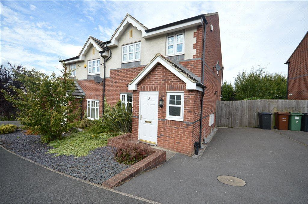 3 Bedrooms Semi Detached House for sale in Wharfedale Close, Leeds