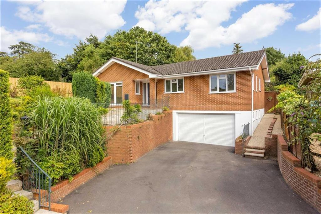 4 Bedrooms Detached Bungalow for sale in Yew Tree Close, Wimborne, Dorset