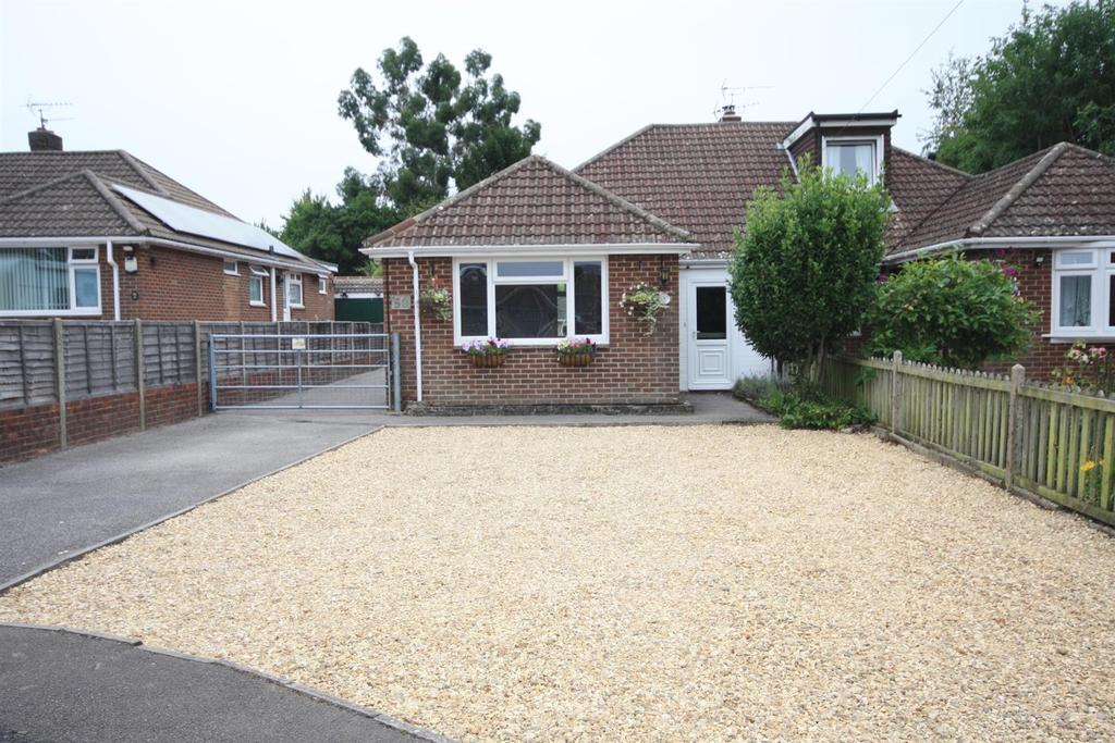 3 Bedrooms Semi Detached Bungalow for sale in Haig Road, Bishopstoke, Eastleigh
