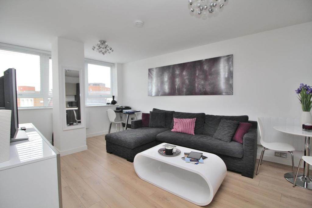 1 Bedroom Apartment Flat for sale in Canside, Meadow Walk, Chelmsford, Essex, CM1