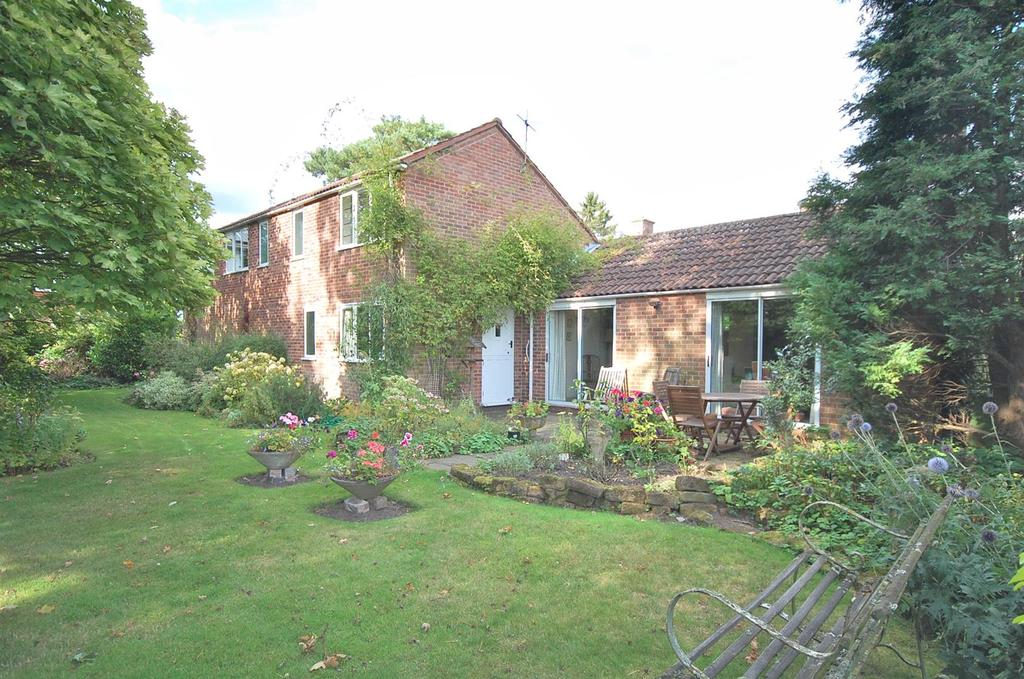 3 Bedrooms Detached House for sale in Manvers Grove, Radcliffe on Trent, Nottingham