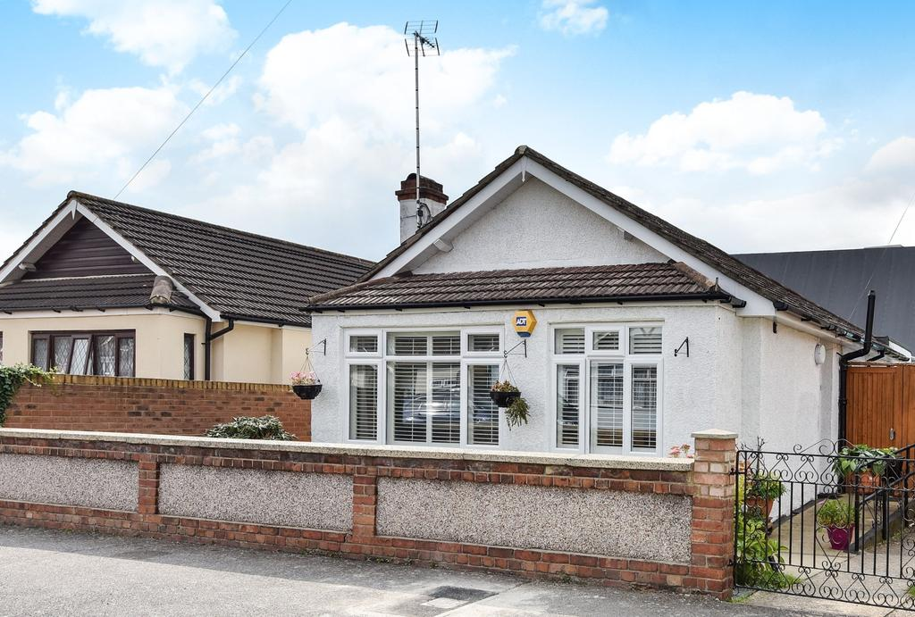 3 Bedrooms Bungalow for sale in St. Michaels Road Welling DA16