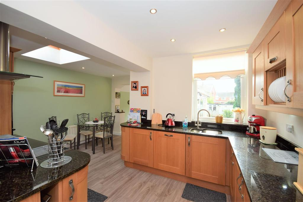3 Bedrooms Semi Detached House for sale in Cairnside, East Herrington, Sunderland