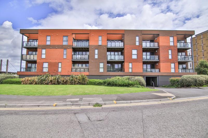 2 Bedrooms Flat for sale in Selskar Court , Newport