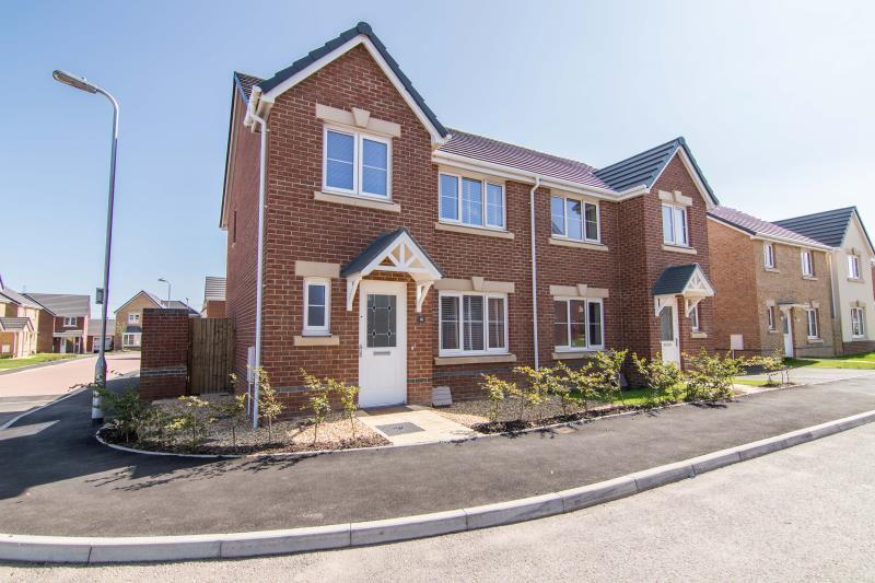 3 Bedrooms Semi Detached House for sale in Windsor Castle, Newport
