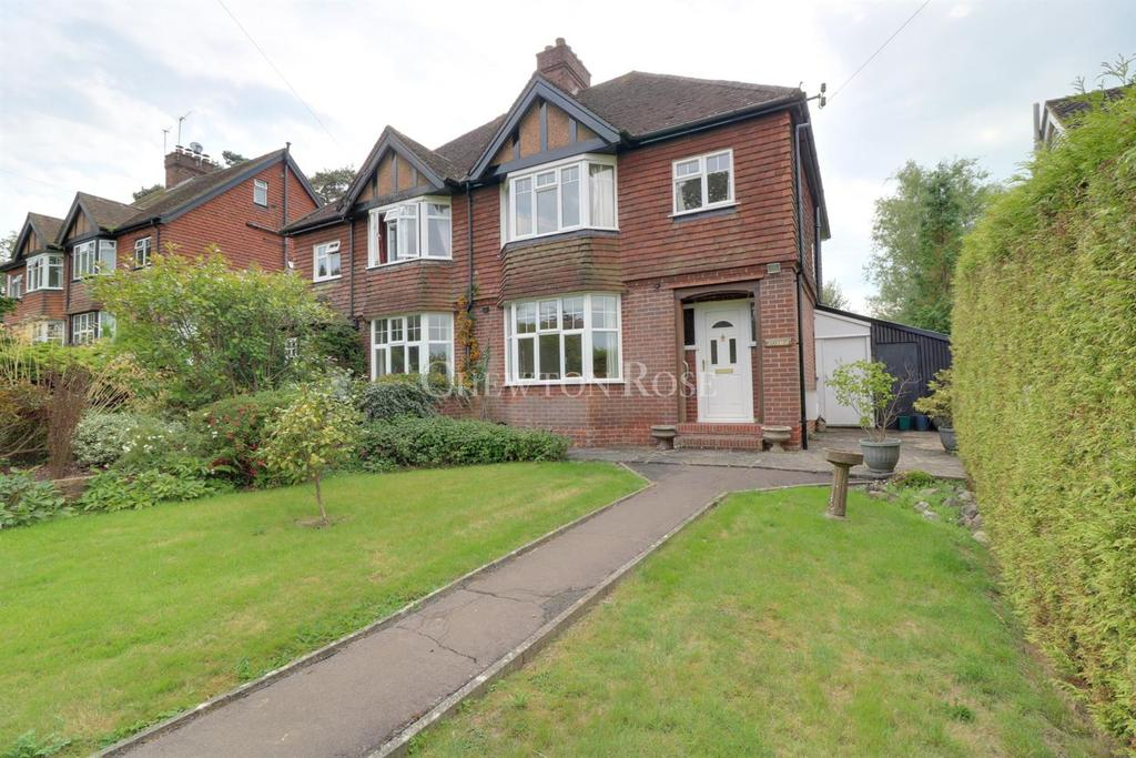 3 Bedrooms Semi Detached House for sale in Durgates, Wadhurst, East Sussex. TN5