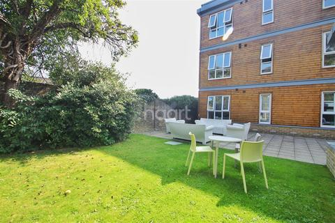 1 bedroom flat to rent - Bower Terrace ME16