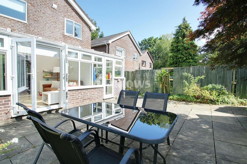 4 Bedrooms Detached House for sale in Mathew Walk, Danescourt