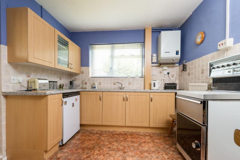 3 Bedrooms Semi Detached House for sale in Grunsell Close, Headington, Oxford, Oxfordshire
