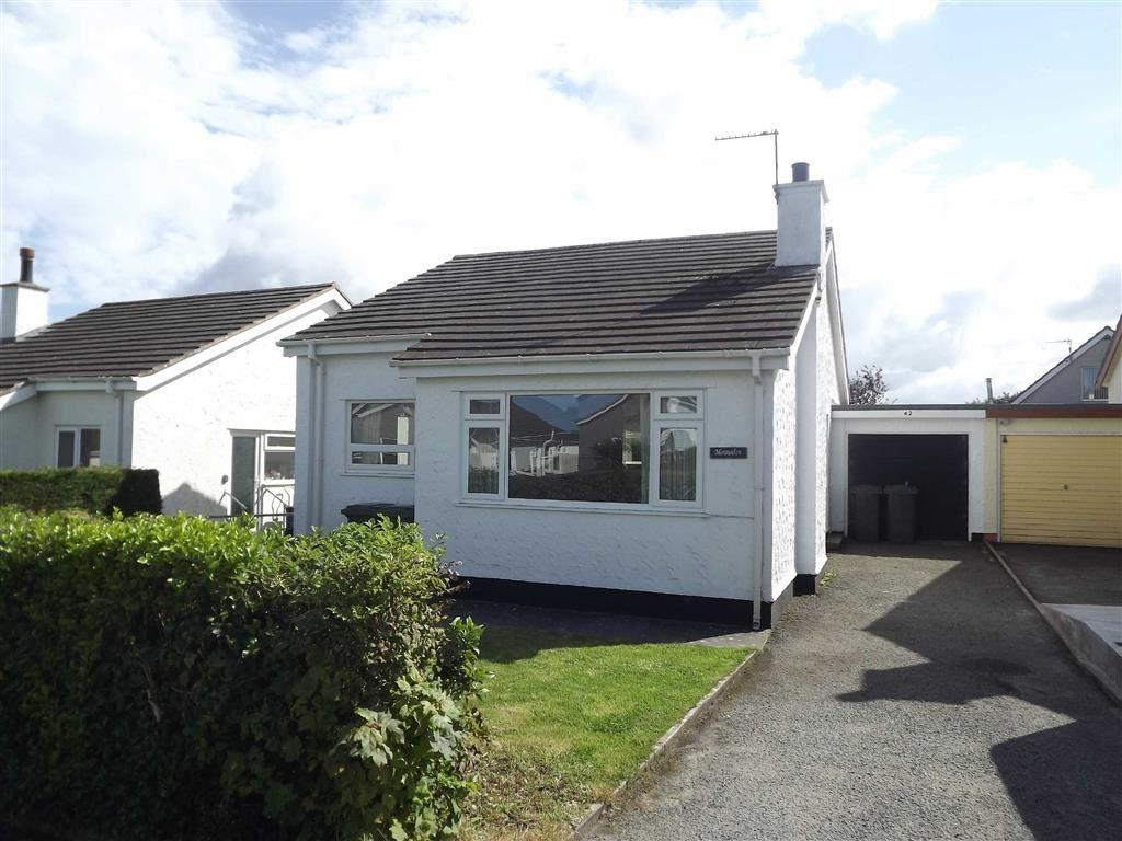 2 Bedrooms Detached Bungalow for sale in Upper Breeze Hill, Benllech, Anglesey