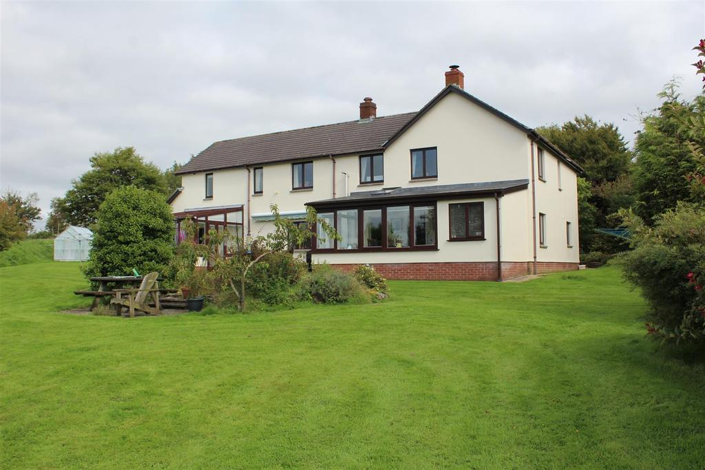 4 Bedrooms Detached House for sale in West Buckland, Barnstaple