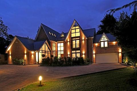 8 bedroom detached house to rent - Barry Rise, Bowdon
